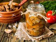Рецепта Консервирано свинско месо от бут със сол в буркани
